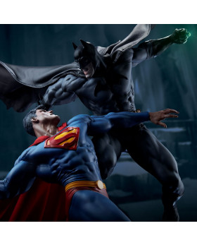 SC Batman Vs Superman Diorama
